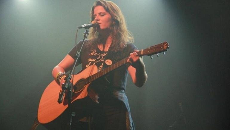 Lara Rossato no palco do Opinião, no show Loop Sessions Live, em janeiro.