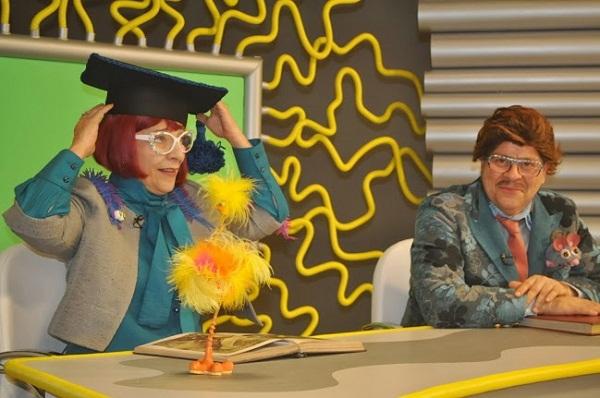 Ao lado de Maria Inês Falcão, no papel do apresentador Carlos @, do programa Pandorga.