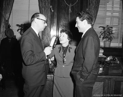 Edith Piaf (中) 1955年// 圖片來源自 Archives de la Ville de Montréal Flickr