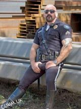 cop-hung-bulge