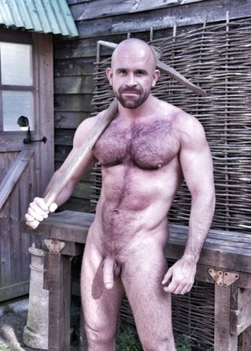 workman naked in the gardener hung