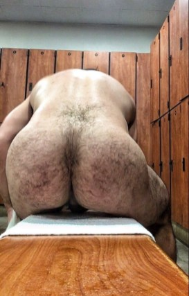 hairy-arse-art-london-ladz-gym-exposed