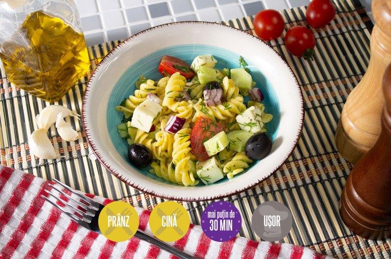 salată grecească cu paste