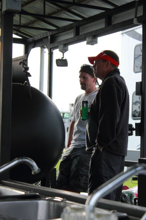 Rob checking out the JD's Smokin Misfits' rig.