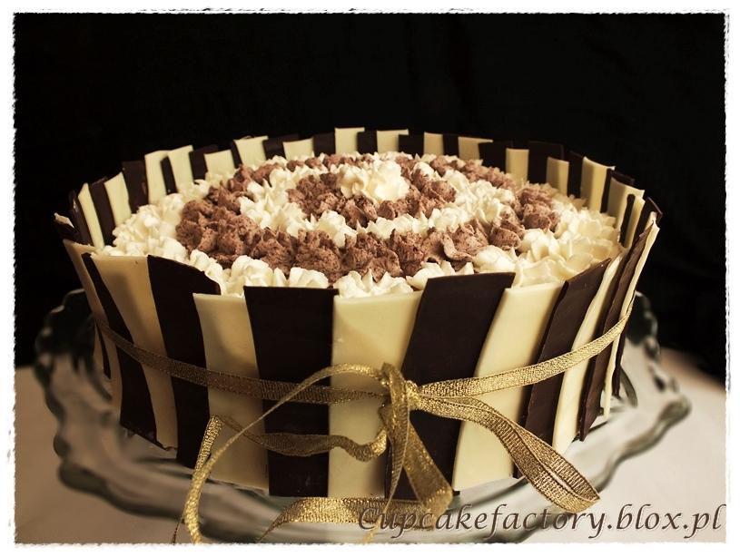 Pasiasty tort śmietankowo-czekoladowy