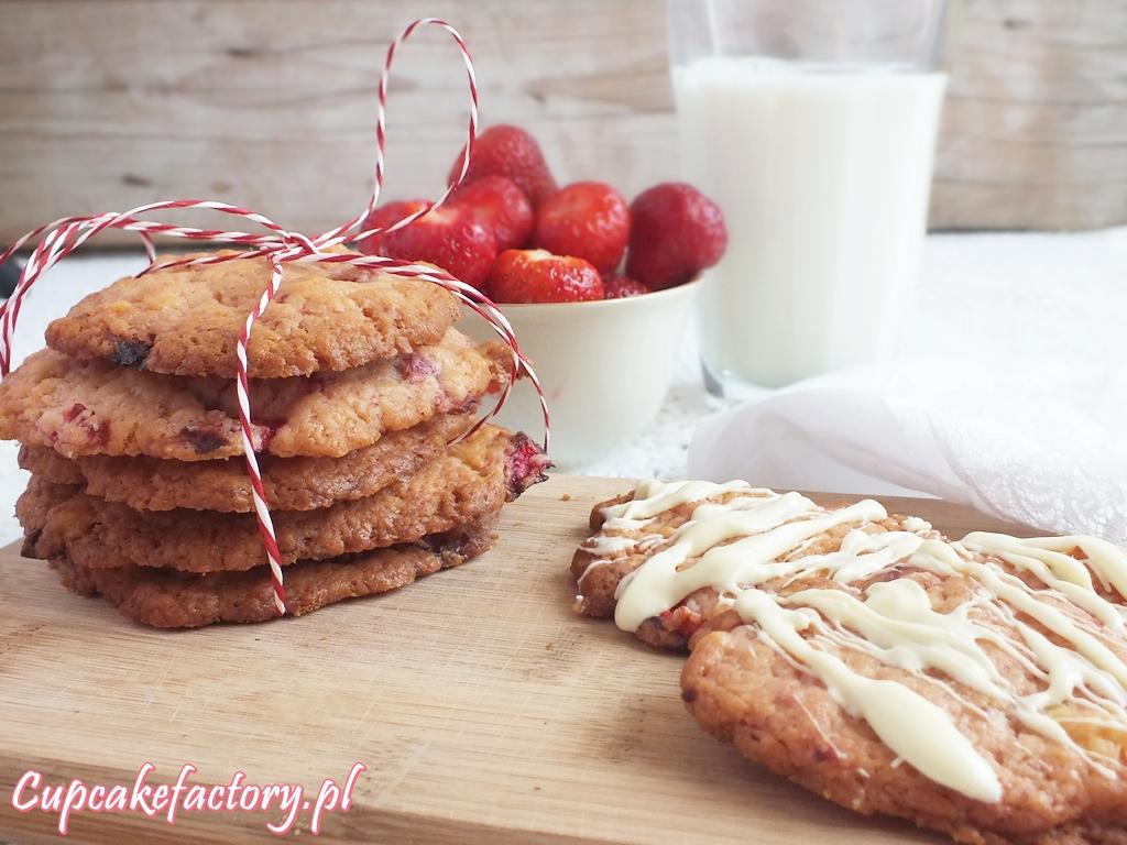 Ciasteczka truskawkowe z białą czekoladą