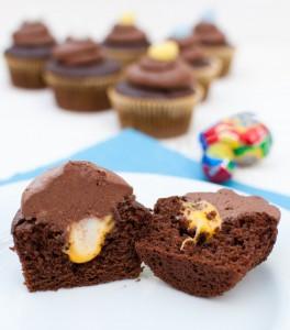 creme-egg-cupcakes-902x1024