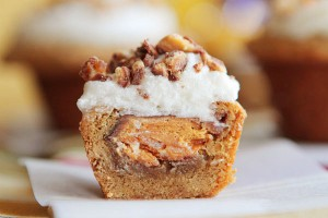 frosted-candy-bar-stuffed-cookie-cups-26a