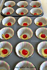Lady-Behind-The-Curtain-Pineapple-Cupcakes-1