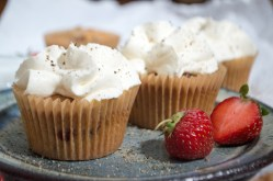 Cupcakes med jordbær og sort peber 050