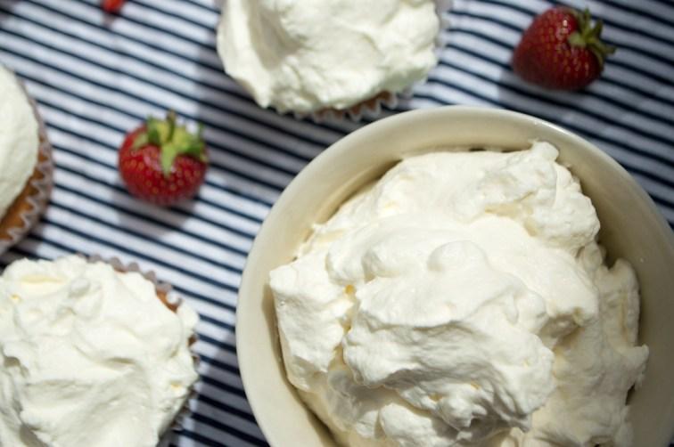 jordbærcupcakes med flødeskum 066