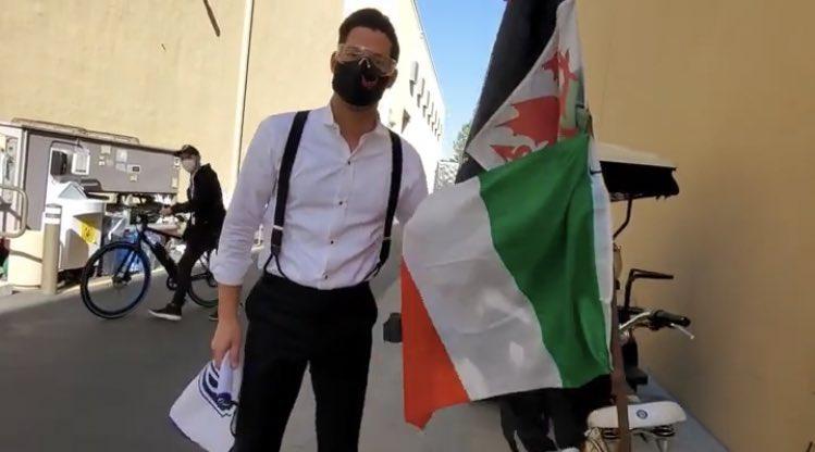 Tom Ellis al centro di una polemica che coinvolge l'Italia