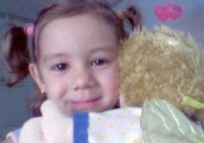 Carmelo Abbate difende Anna Corona e figlia, e su Twitter gli utenti si indignano