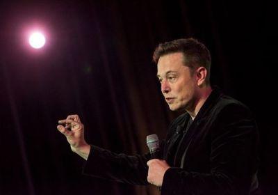 Elon Musk fa un passo indietro con i Bitcoin: non si potrà più acquistare la Tesla