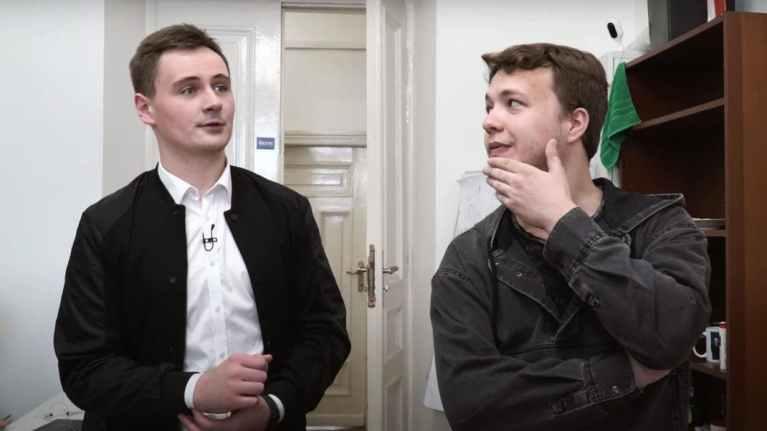 Bielorussia fa deviare un volo per arrestare un giornalista d'opposizione
