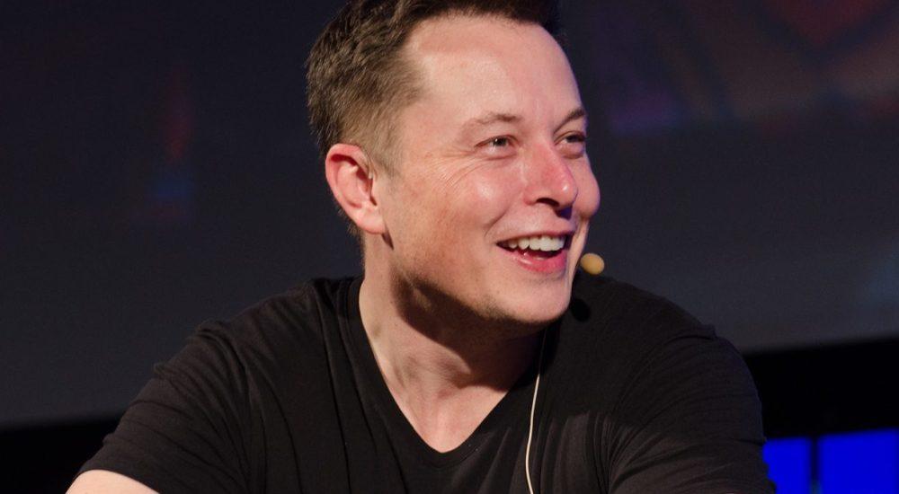 Elon Musk: la SEC lo accusa di non rispettare la legge e gli accordi