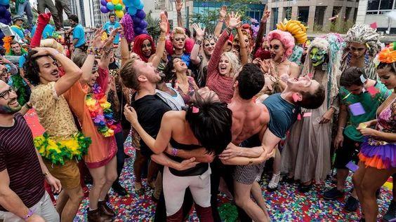 Giornata mondiale del bacio: i baci più iconici delle serie tv