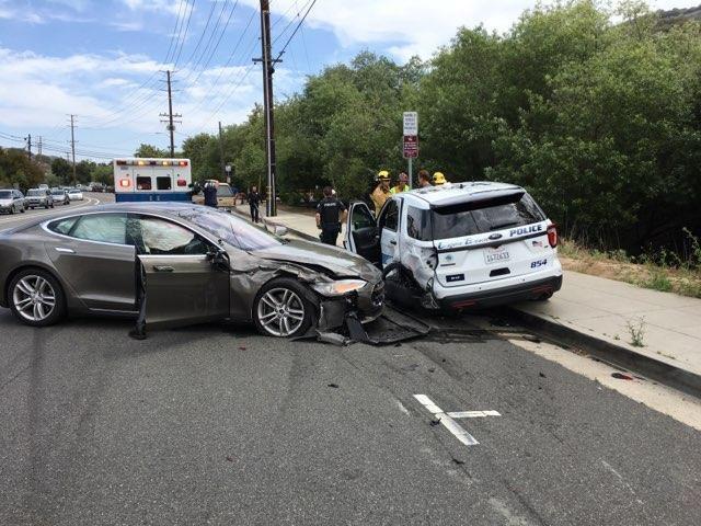 Tesla, indagine sul sistema di guida automatica: «troppi incidenti»