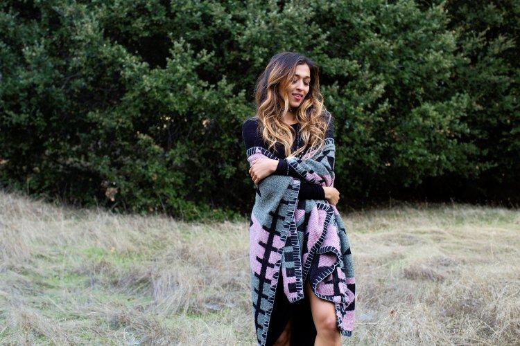 perru_p_jyo5_cuppajyo_sanfrancisco_styleblogger_fashion_travelblogger_delacyclothing_tolani_cape_blackdress_fallfashion_2