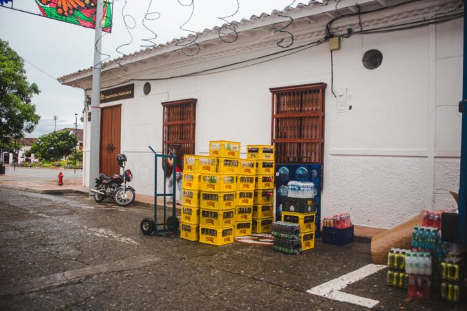 Bottle deposits to recycle glass bottles | Pilsener Light ABInBev Ecuador | Environmentally friendly initiatives in South America | Sustainability