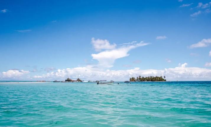 Haynes Cay El Acuario natural aquarium Johnny Cay VIP boat tour san andres island