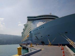 Oasis of the Seas verlaat aan op Sint-Maarten om dodelijk ongeluk ...