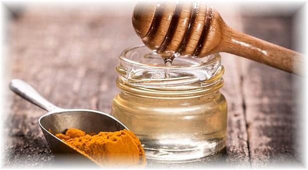 Curcuma-miel-anti-virus-saisonniers