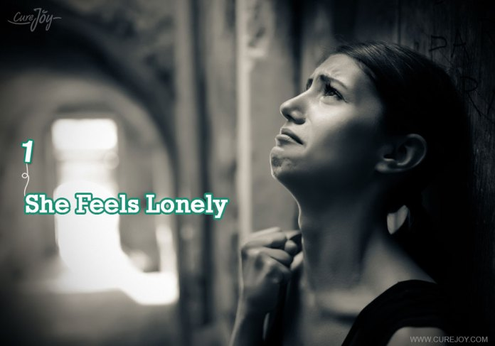 1-she-is-feel-lonely