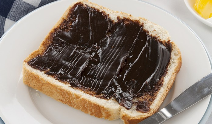 Yeast extract spreads for vitamin B12