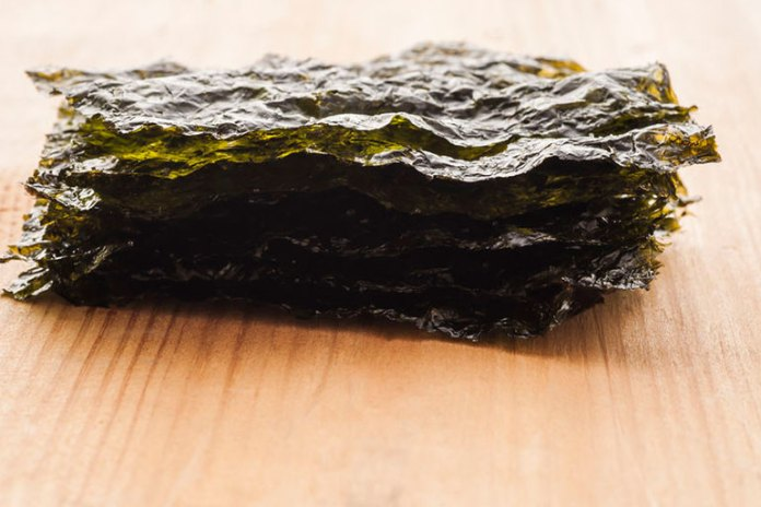 Seaweed raw preserves the natural nutrient content