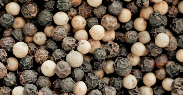 Difference Between White Pepper And Black Pepper