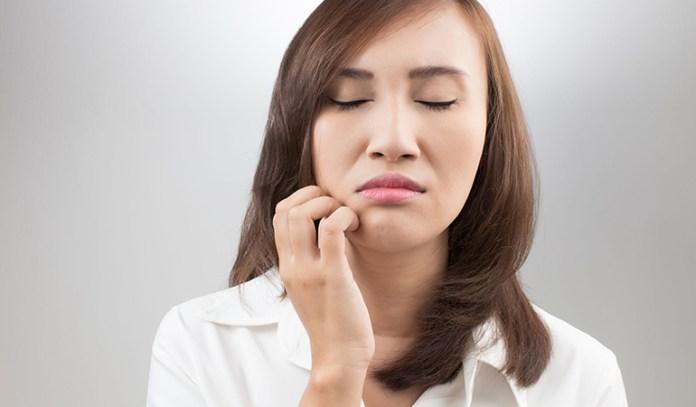 wearing makeup bad for skin allergy