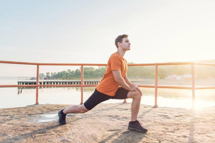 5 Exercises To Do When On the Go: Walking Lunge