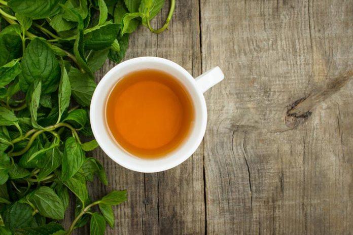 Natural Drinks For Migraine Headache: Peppermint Tea