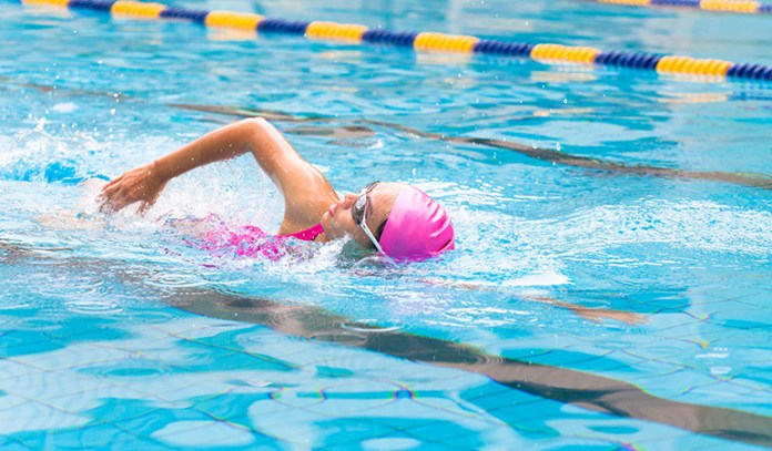 does swimming burns calories than running benefits swimmer
