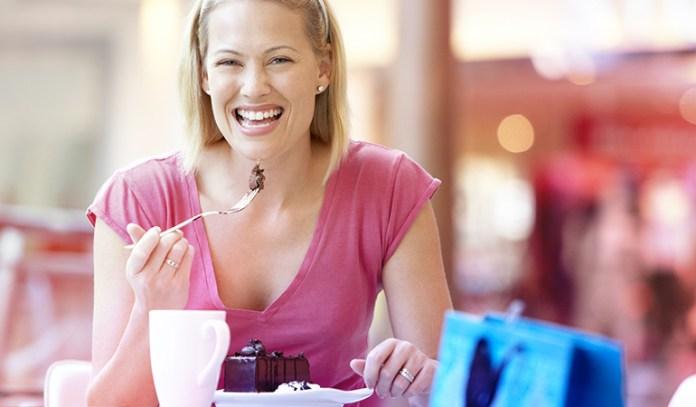 5-eating-sugary-foods