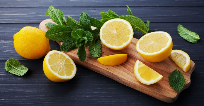 How To Prepare Peppermint And Lemon Foot Soak At Home