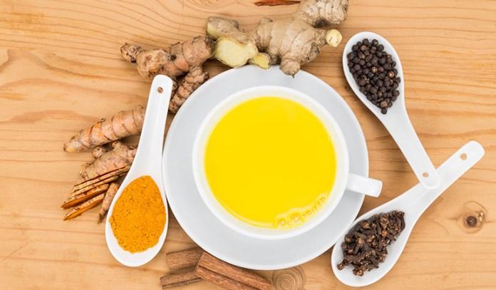 Adding a pinch of turmeric or ginger to whole milk helps balance kapha dosha