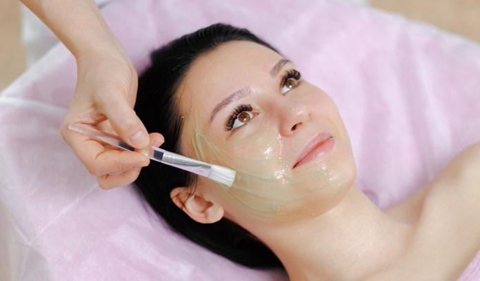 Aloe Vera Gel Can Help Remove Tan