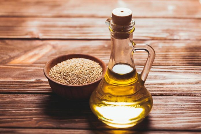 Sesame oil reduces pigmentation and protects the skin as a natural sunscreen.