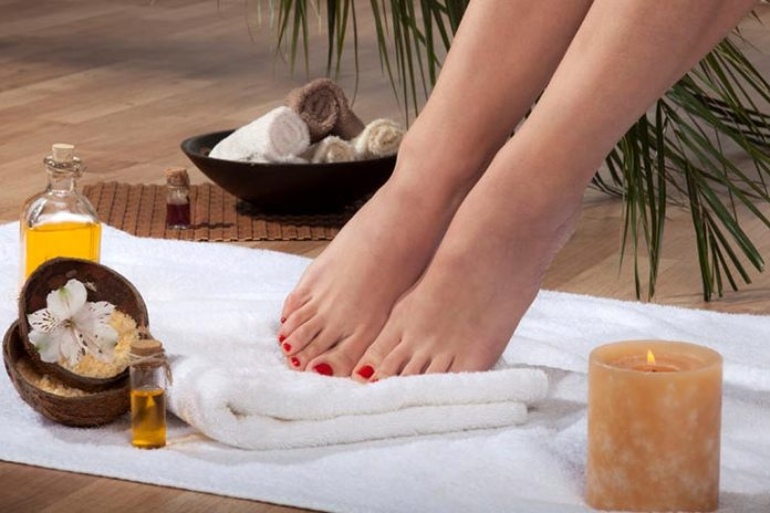 Coconut oil hydrates and softens the skin by seeping deep into the cells.