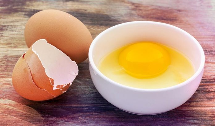 Eggs and hair masks with eggs effectively treats dry hair