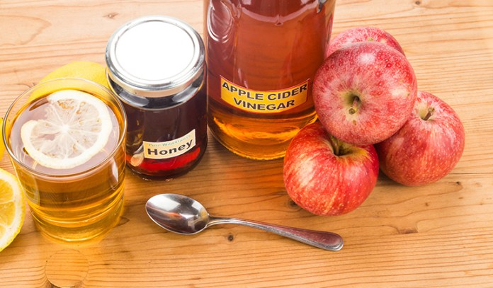 Honey mixed with apple cider vinegar is effective in making the skin glow