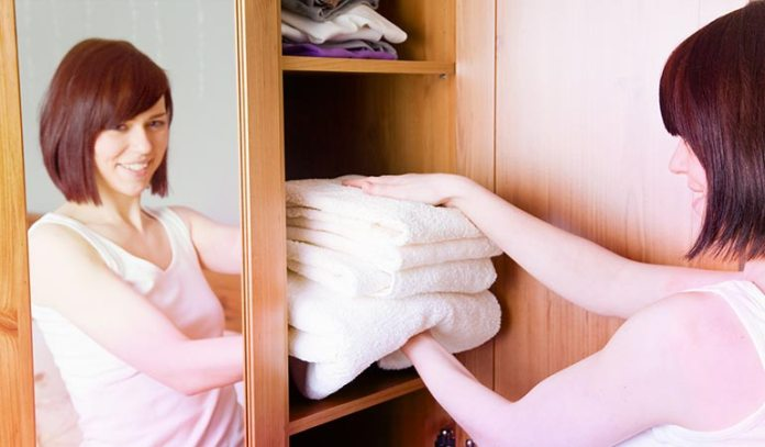 To keep dust and dust mites away, it is advisable to change your bedding regularly