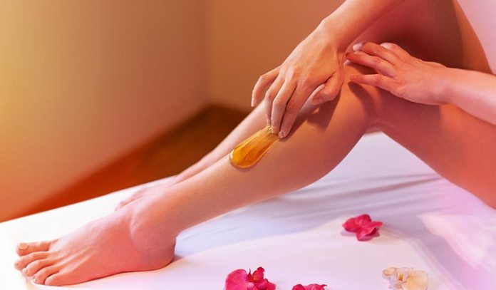 (Sugaring s suitable for sensitive skin as it does not contain chemicals