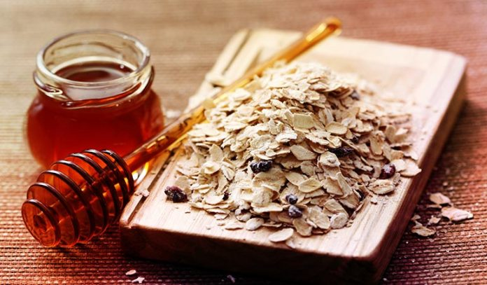 Oatmeal and honey pack moisturizes and smooths dry skin