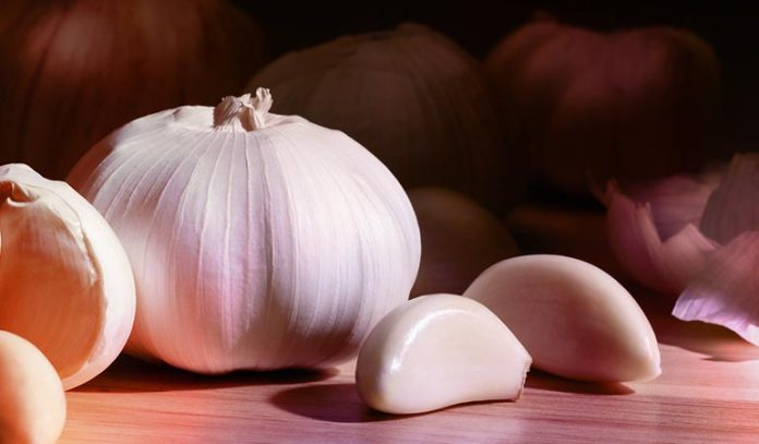 To use garlic to remove vaginal odor, include it in your daily die