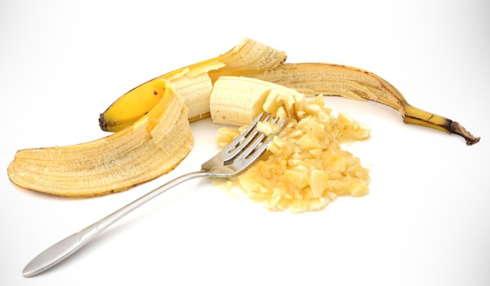 Banana provides nutrients and moisturizes skin