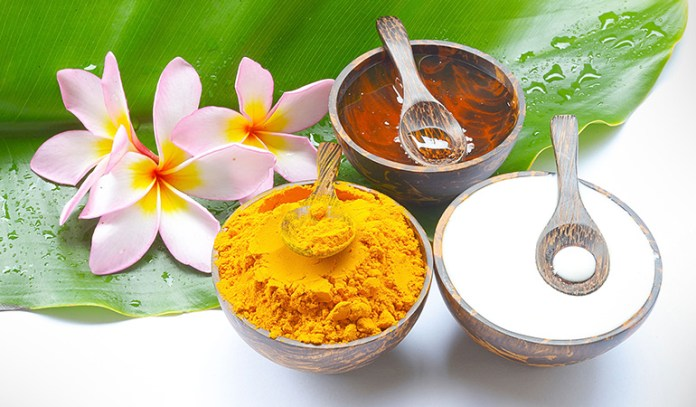 A Yogurt And Turmeric Face Pack Cleanses Your Skin And Reduces Oil Production