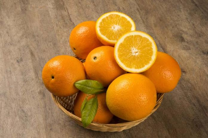 Oranges contain vitamin C that prevents knee injuries and pain.